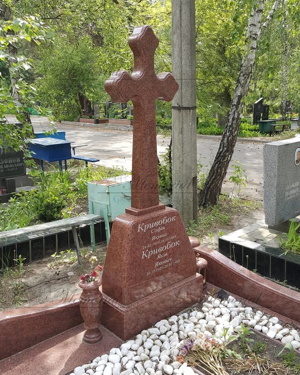 Крест из красного гранита