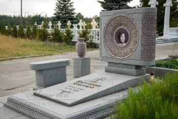 Эксклюзивный памятник фото