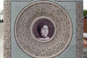 Эксклюзивный памятник из гранита фото
