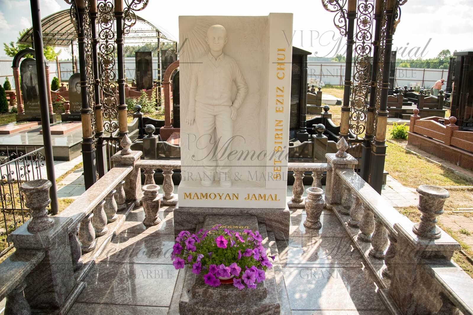 Скульптура из мрамора с портретным сходством сделанная скульпторами компании VIP-Memorial