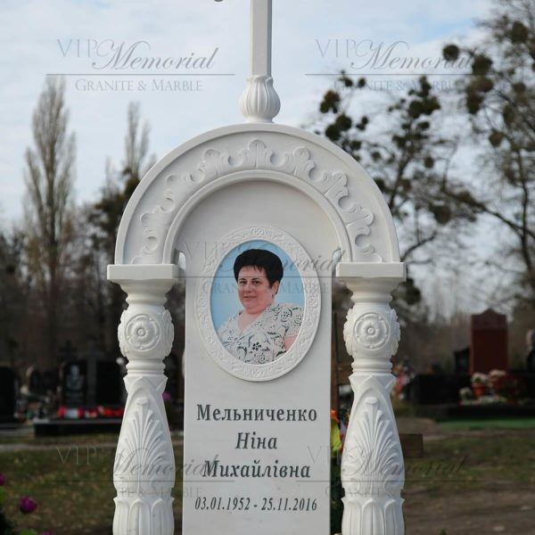памятник с колоннами фото