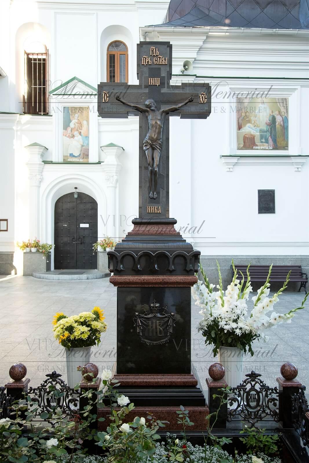 памятник крест фото