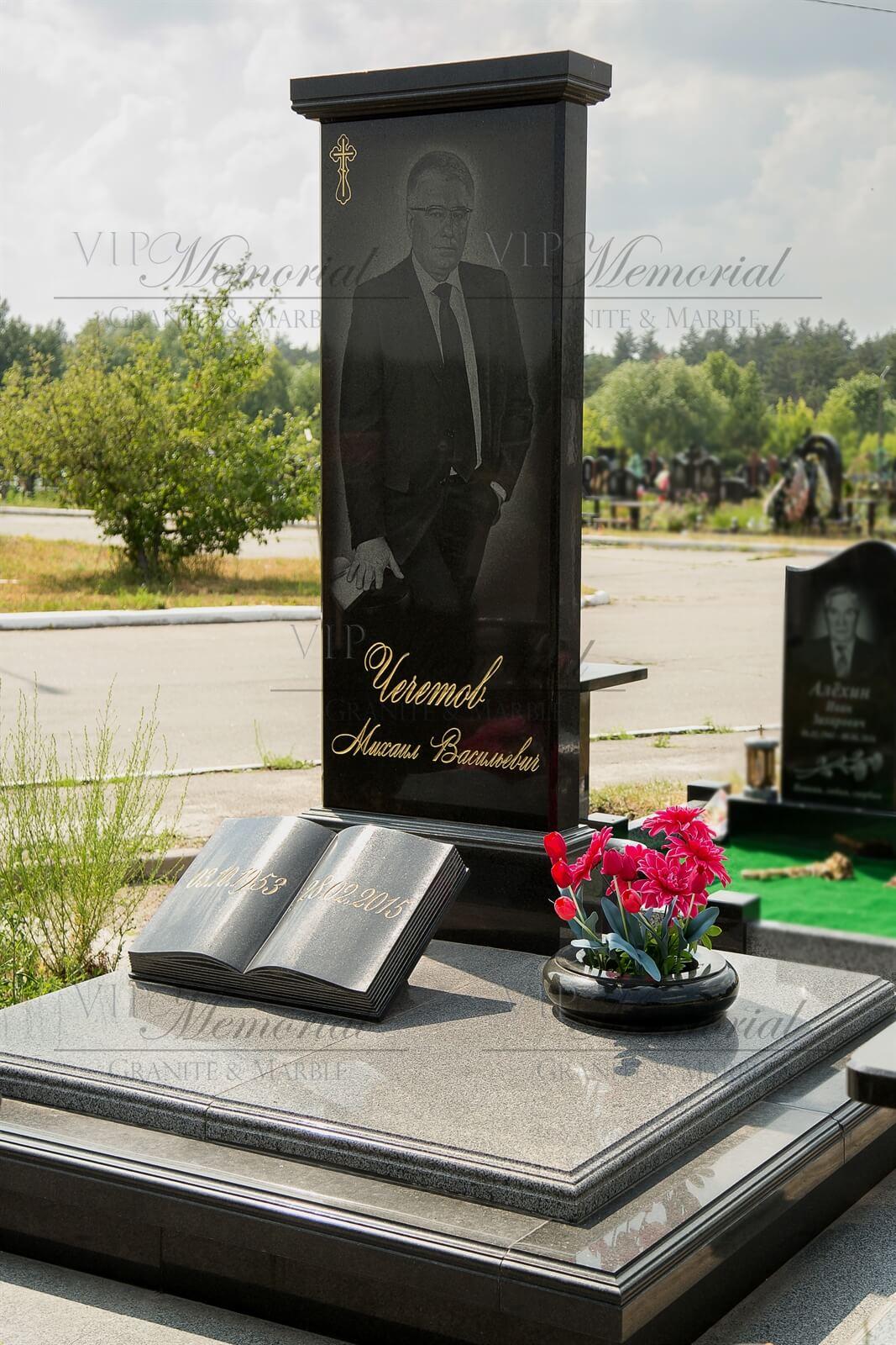 гранитный памятник на могилу фото