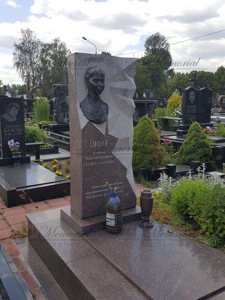 Памятник из токовского гранита фото