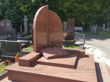 Памятник из красного гранита