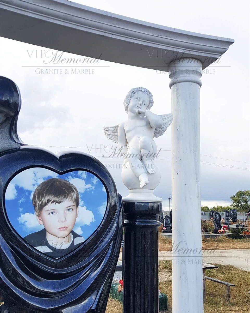 Скульптура ангел на шаре фото