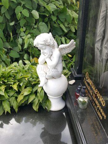 Скульптура ангел на шаре №6459