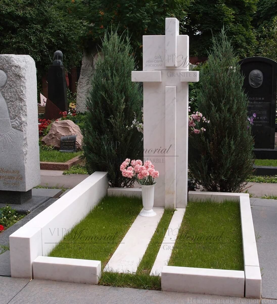 Крест из мрамора фото