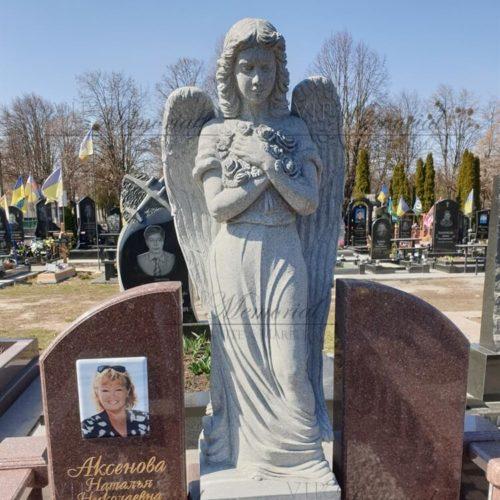 Скульптура ангела из гранита