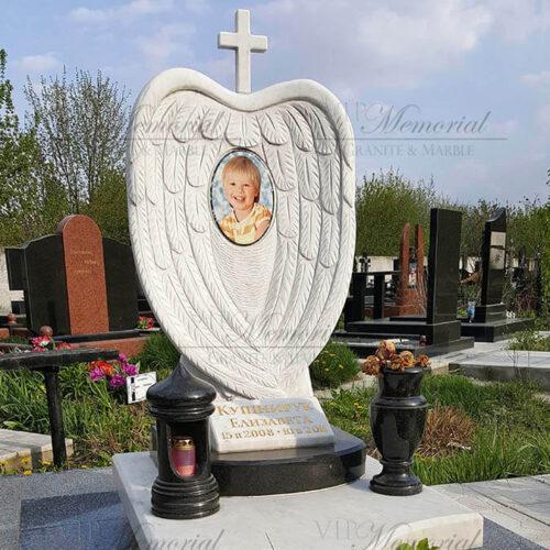 Памятник ребенку из мрамора
